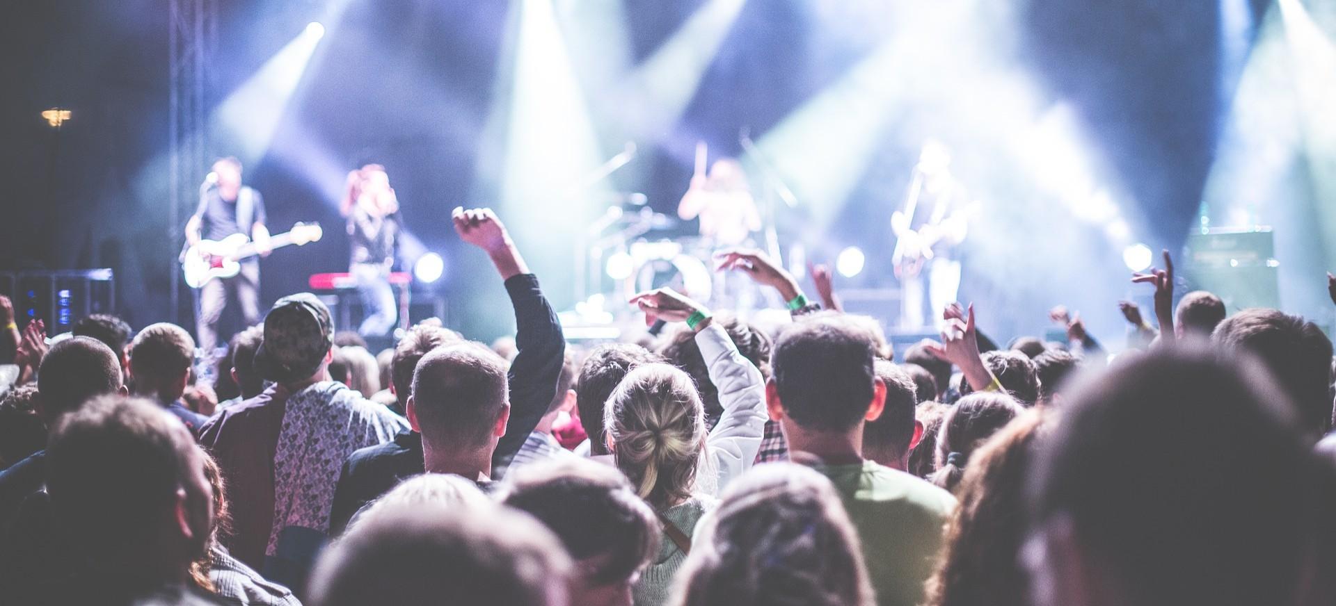 Gwiazdy na Dni Rymanowa 2018. Łobuzy i Blue Cafe rozgrzeją publiczność (FILM, PROGRAM)