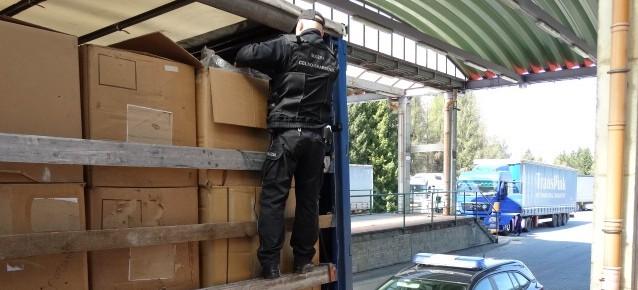 Funkcjonariusze KAS przechwycili 17 ton suszu tytoniowego!