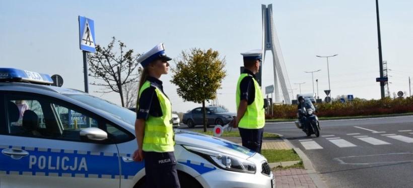 """Policjanci kontrolują jednoślady. Akcja """"Motocykl"""" na drogach regionu"""