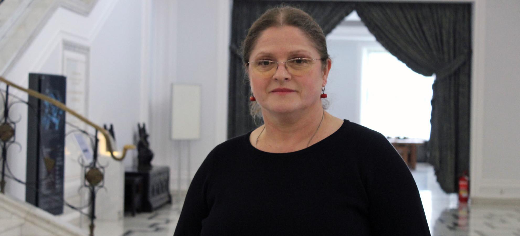 Krystyna Pawłowicz komentuje obrazy Beksińskiego. Polityczne interpretacje