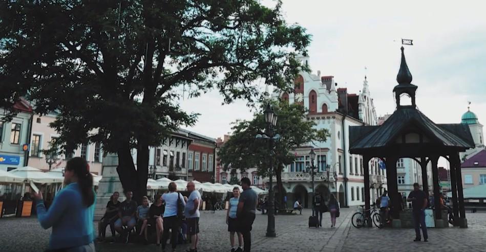 """Czym dla rzeszowian jest dom? Zobacz film """"Sonda uliczna"""" Fundacji Rzeszowskiej! (WIDEO)"""
