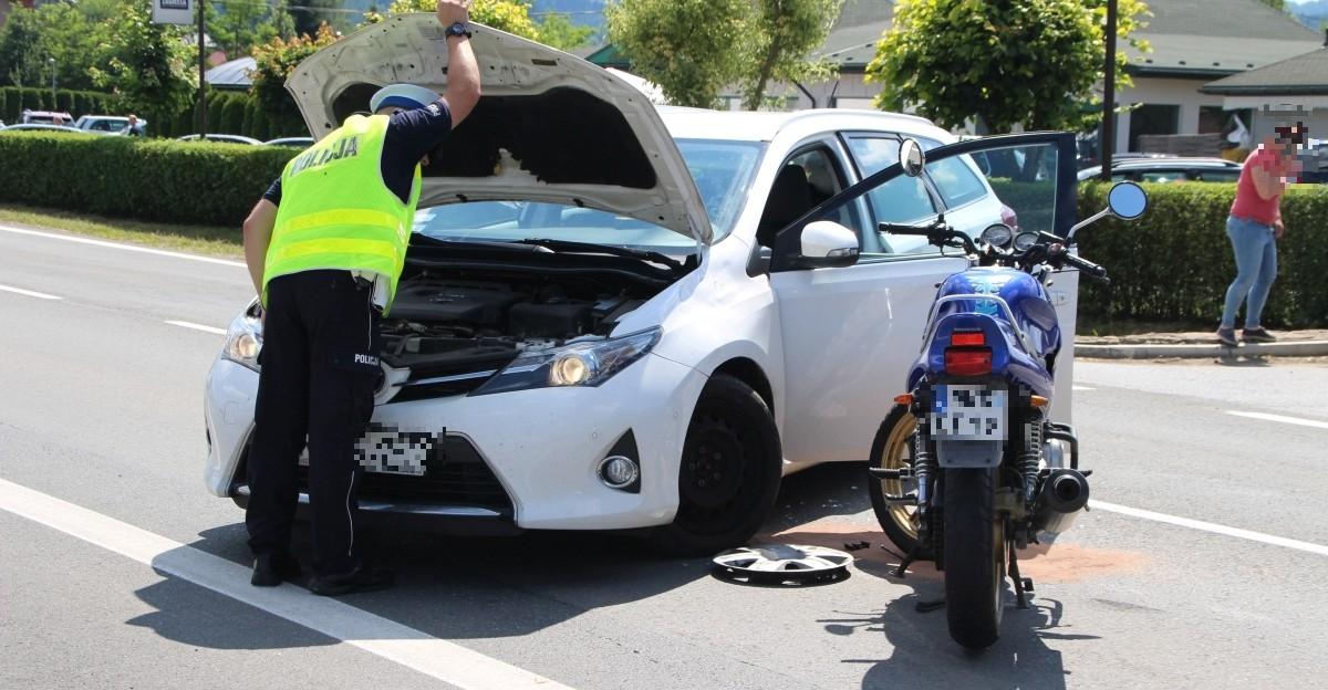 Wypadek w Bieszczadach. Motocyklista ze złamaną ręką (ZDJĘCIA)
