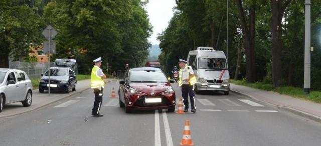 53-latka potrącona na przejściu dla pieszych. Z poważnymi obrażeniami trafiła do szpitala