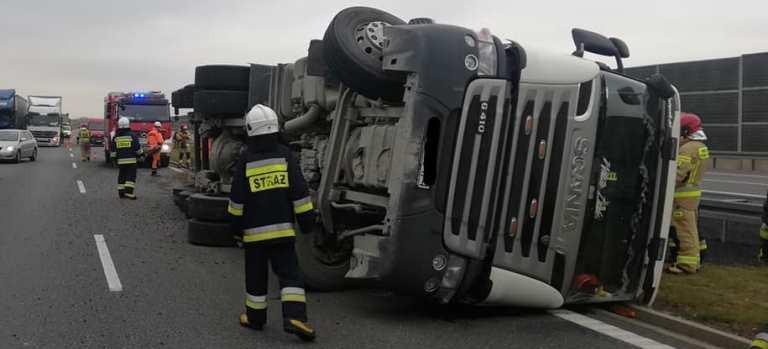 Zderzenie trzech ciężarówek na A4 w Rzeszowie! (ZDJĘCIA)