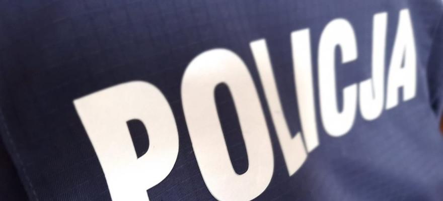Pijany 34-latek bez uprawnień, uciekał przed policjantami