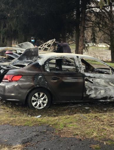 W nocy spłonęły trzy samochody!  Policja próbuje ustalić przyczynę!(ZDJĘCIA)