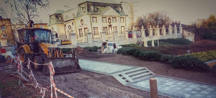 Czy schody przy fontannie multimedialnej zostały odpowiednio zaprojektowane? (FOTO)