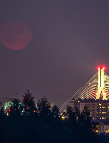 Piękny wschód księżyca przy moście Mazowieckiego! (ZDJĘCIA)