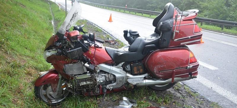 Wjechał motocyklem w alfę romeo. Przyczyną prędkość (ZDJĘCIA)