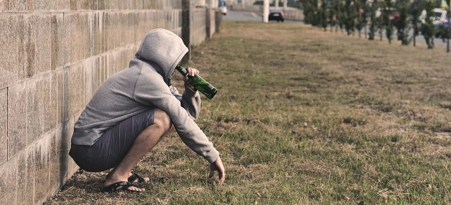 SANOK. 33-latek pił alkohol w miejscu publicznym. Miał przy sobie narkotyki