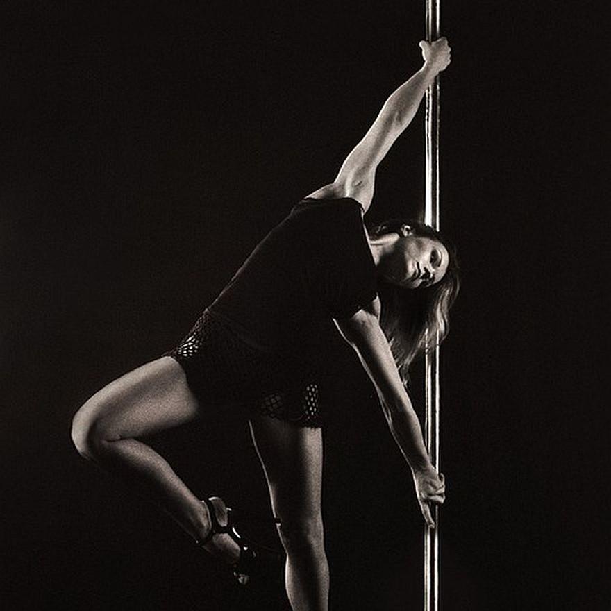 Tancerki estradowe i operator walca. Cudzoziemcy pracowali nielegalnie (FOTO)