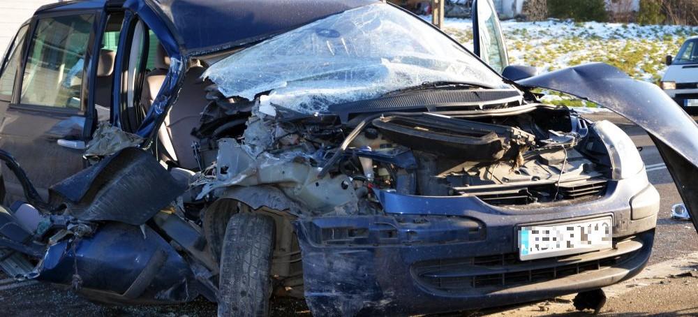PAKOSZÓWKA: Groźne zderzenie dostawczaka z osobowym. 8-miesięczne dziecko w szpitalu (FOTO)
