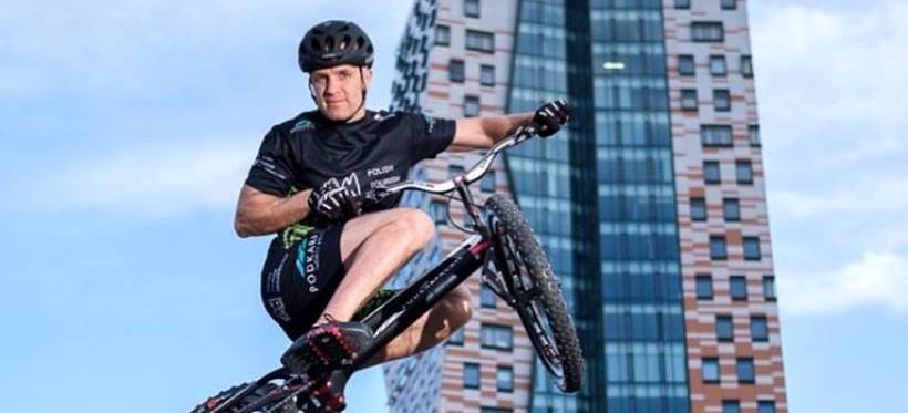 Krystian Herba bije kolejne rekordy. Wyskoczył na czeski wieżowiec w mniej niż 10 minut! (WIDEO)