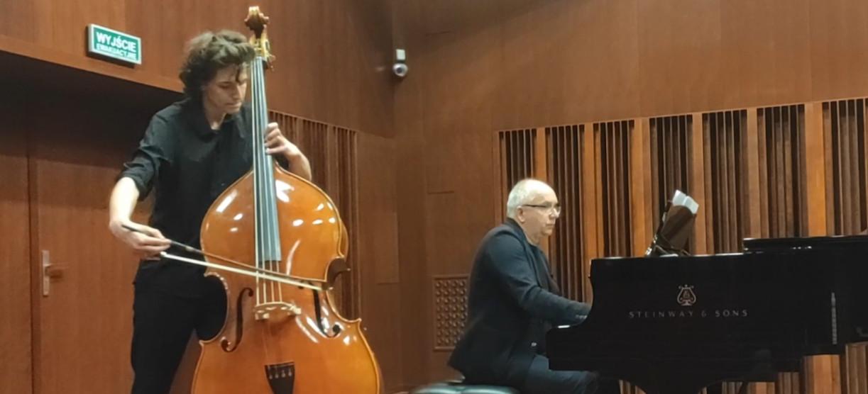 Sukces instrumentalisty-kontrabasisty!