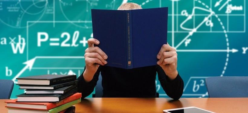 Małe zainteresowanie szkołami branżowymi – wybór pada na licea oraz technika