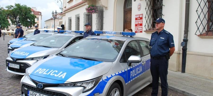 Nowe radiowozy dla rzeszowskiej Policji (ZDJĘCIA)