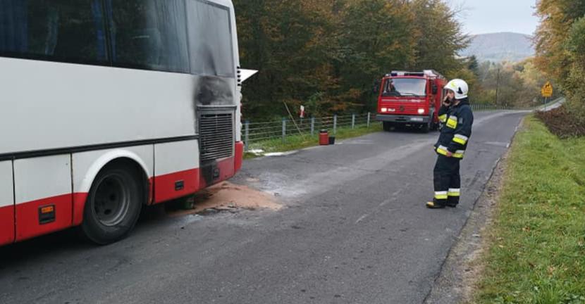 Zapalił się kursowy autobus. Błyskawiczna reakcja kierowcy (ZDJĘCIA)