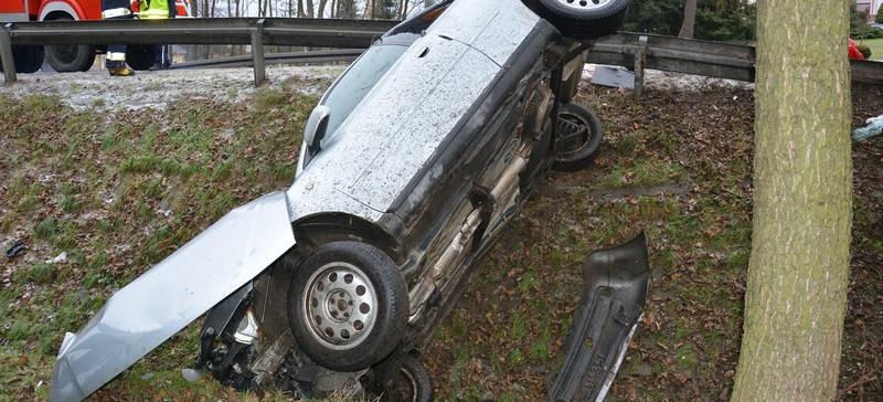 Samochód omal nie bił się w barierę! (ZDJĘCIA)