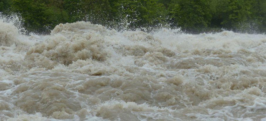 Alarmy powodziowe na rzekach. W wyniku opadów zablokowana droga krajowa w Kolbuszowej!