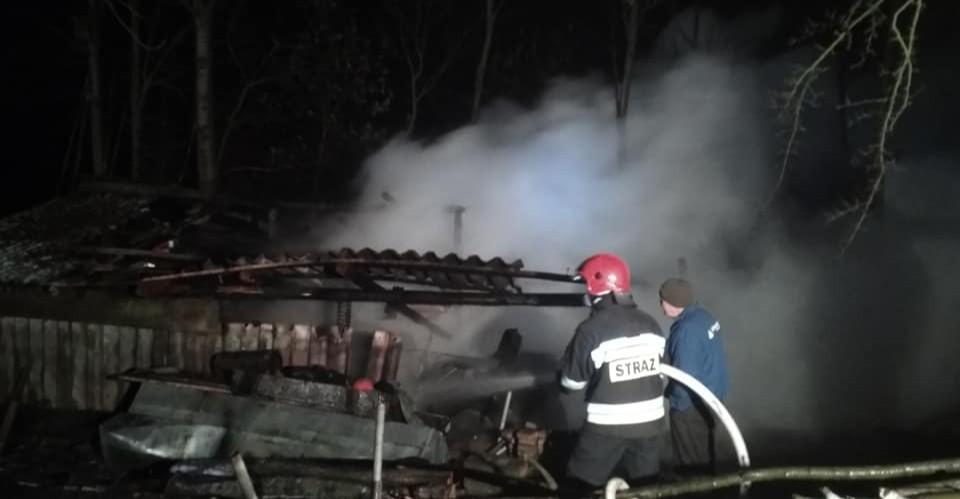 GOLCOWA: Spalił się ciągnik i sporo składowanego drewna (FOTO)