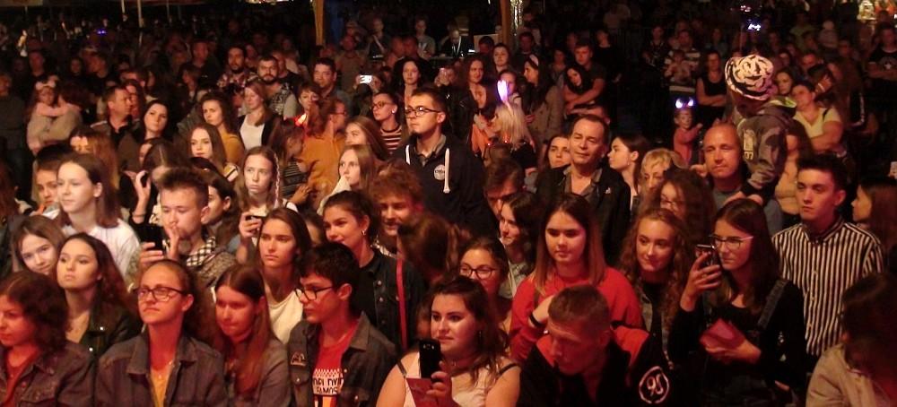 BRZOZÓW: Honorata Skarbek rozruszała publiczność! (VIDEO, FOTO)