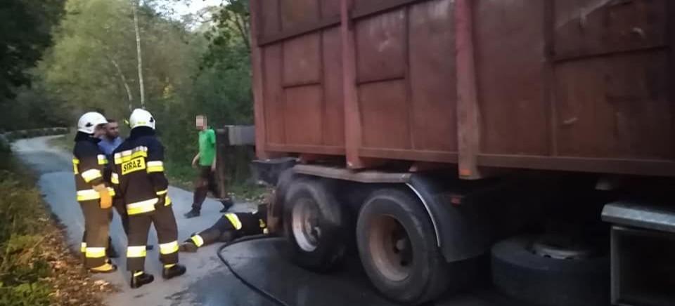 Zapaliło się koło w samochodzie ciężarowym (FOTO)