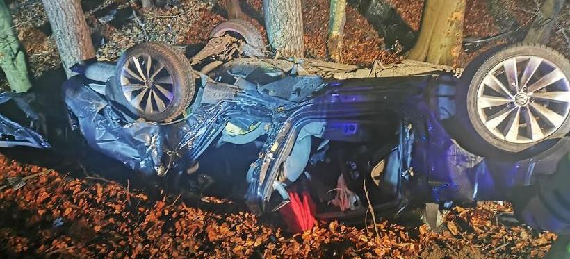 PODKARPACIE. 19-latek uderzył w drzewo! Zginął na miejscu (ZDJĘCIA)