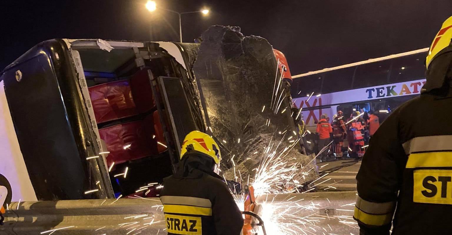 Koszmarny wypadek autokaru pod Przemyślem! Zginęło 5 osób, 51 rannych! (ZDJĘCIA)