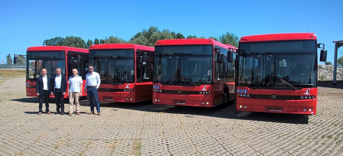 """AUTOSAN: Cztery """"boćki"""" znalazły nowy dom. Sanockie autobusy w Nowej Soli (FOTO)"""