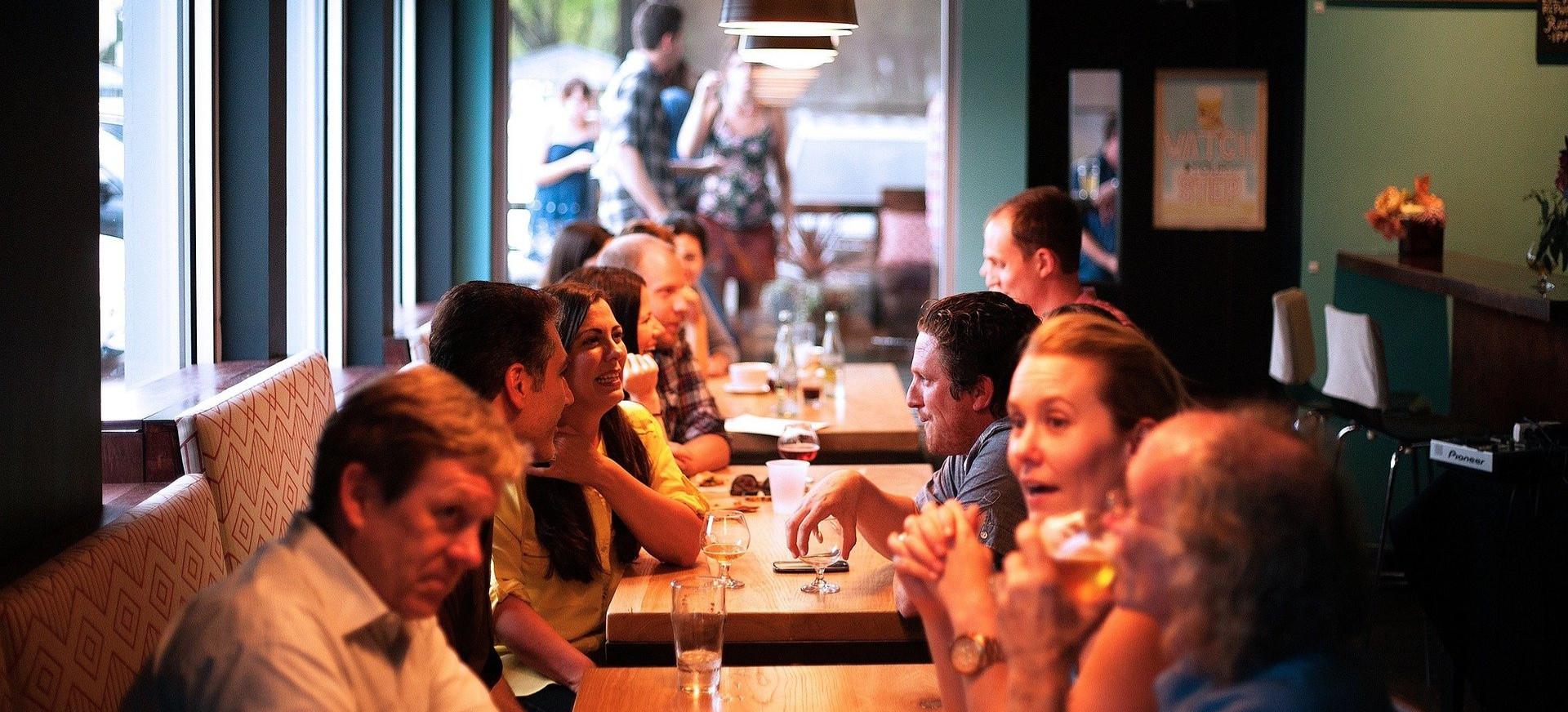 POLSKA: 20 tysięcy lokali gastronomicznych wznowiło działalność mimo lockdownu