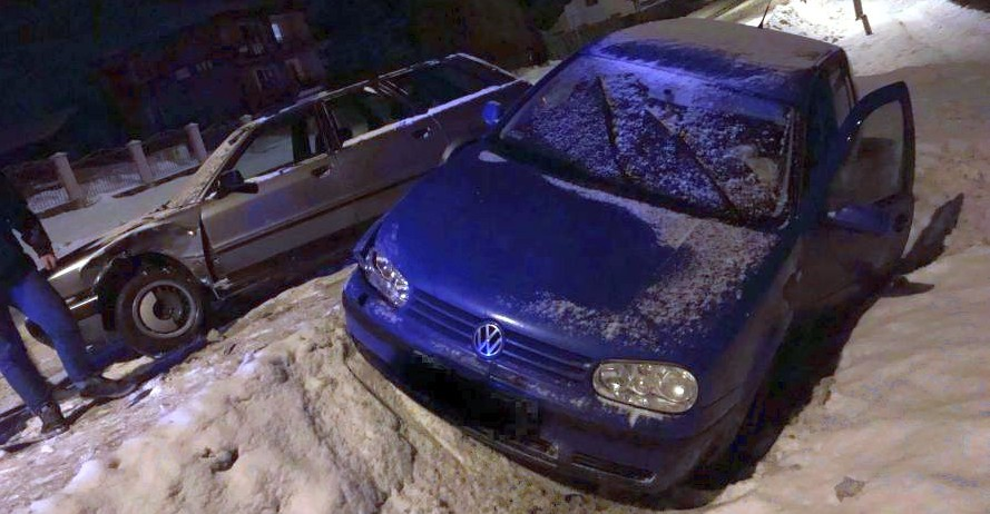 Stłuczka podczas wyprzedzania. Samochody kierowane przez dwóch 19-latków (ZDJĘCIA)
