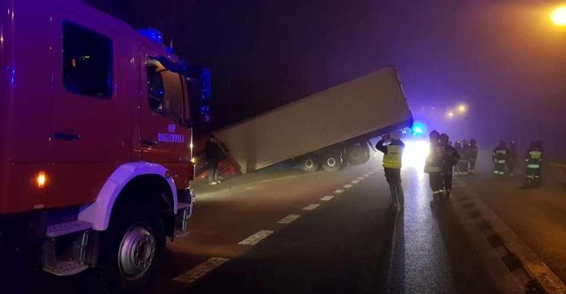 BOGUCHWAŁA: Zderzenie osobówki z autem ciężarowym! Utrudnienia (FOTO)