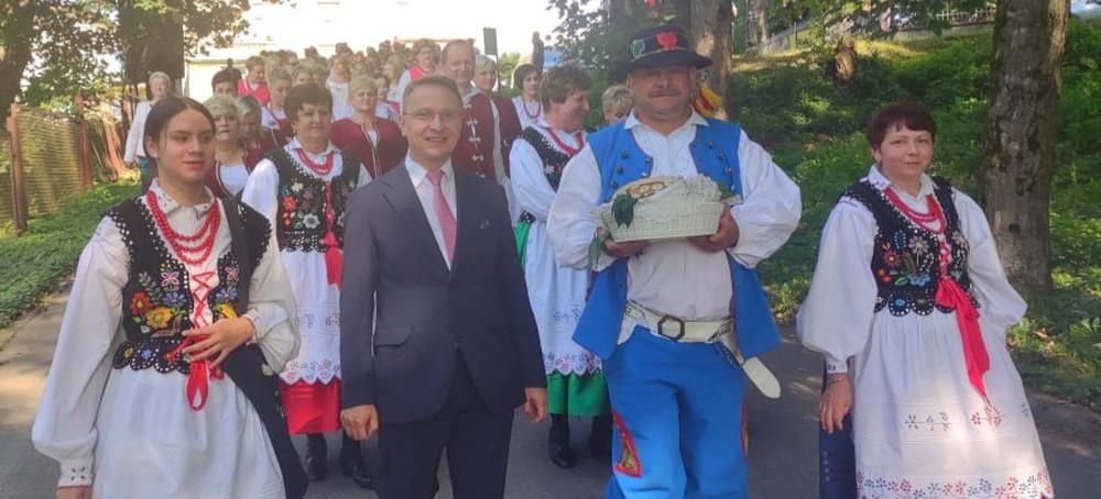 Dożynki gminne w Lesku! Święto plonów, kultywowanie tradycji ludowych (ZDJĘCIA)