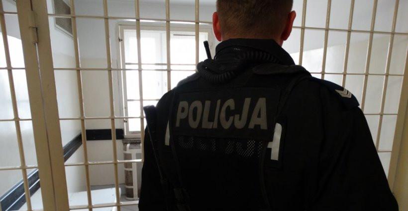 """Rzeszowska policja zatrzymała """"kuriera"""". Współpracował z oszustami"""