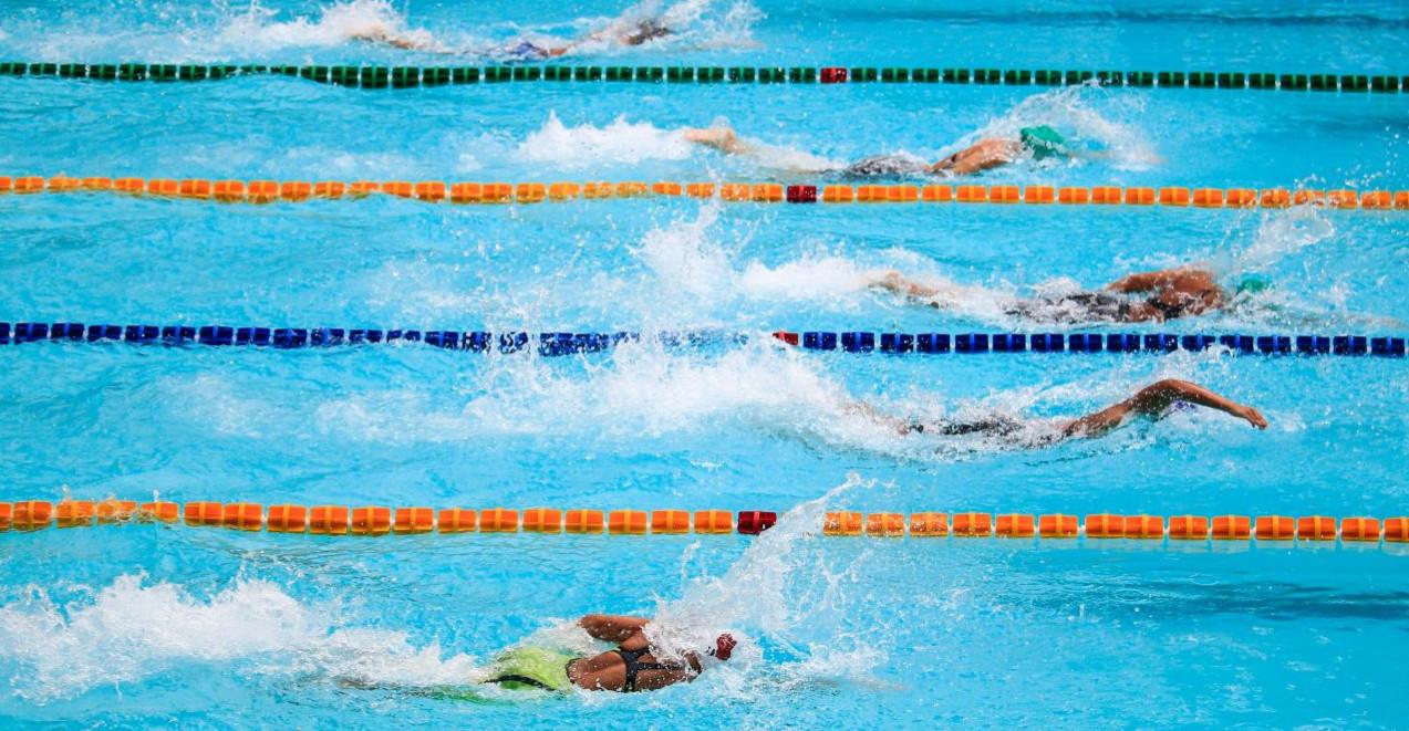 24-godzinna sztafeta pływacka z okazji Święta Niepodległości