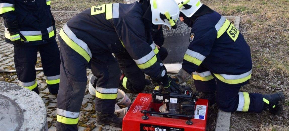 Egzaminy strażaków. Test w komorze dymowej, reagowanie podczas wypadków (ZDJĘCIA)