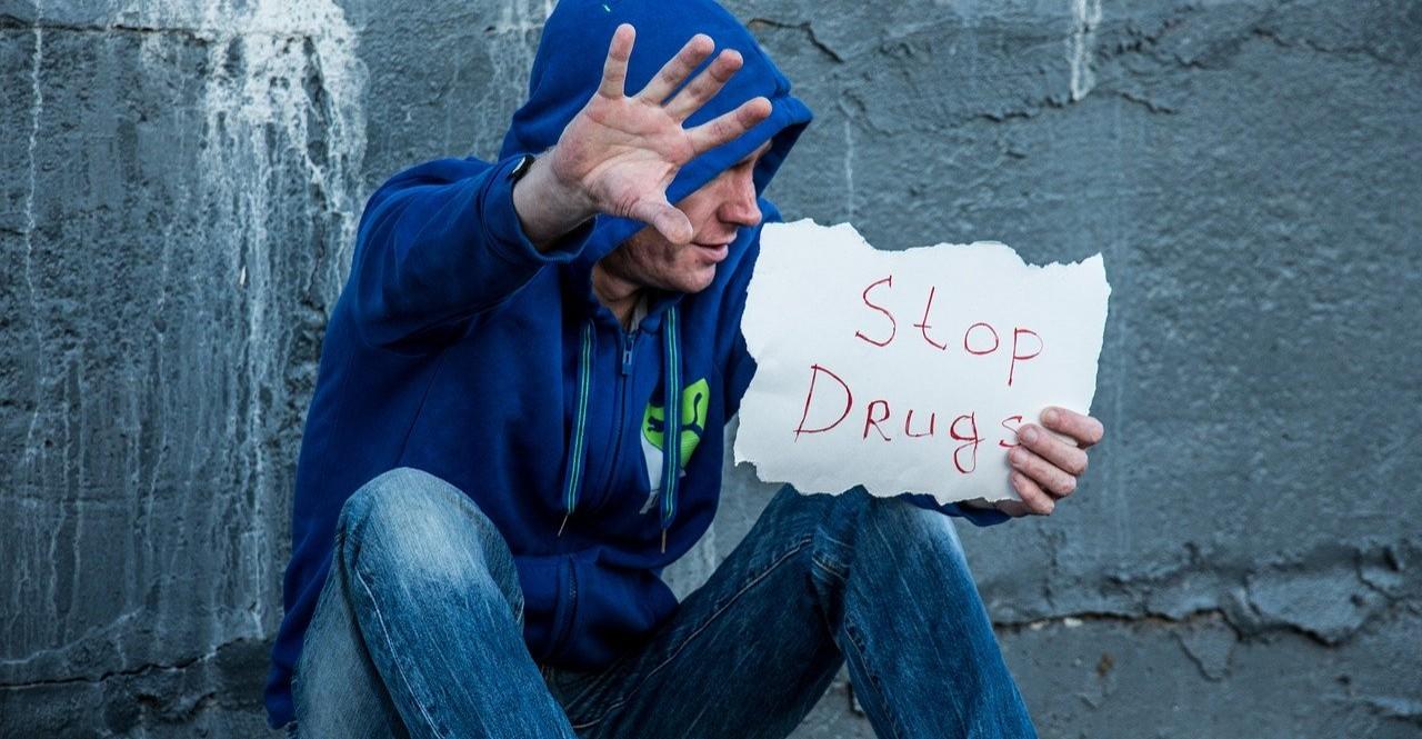 Kontrola, narkotyki, znieważenie policjanta. Zatrzymani młodzi ludzie