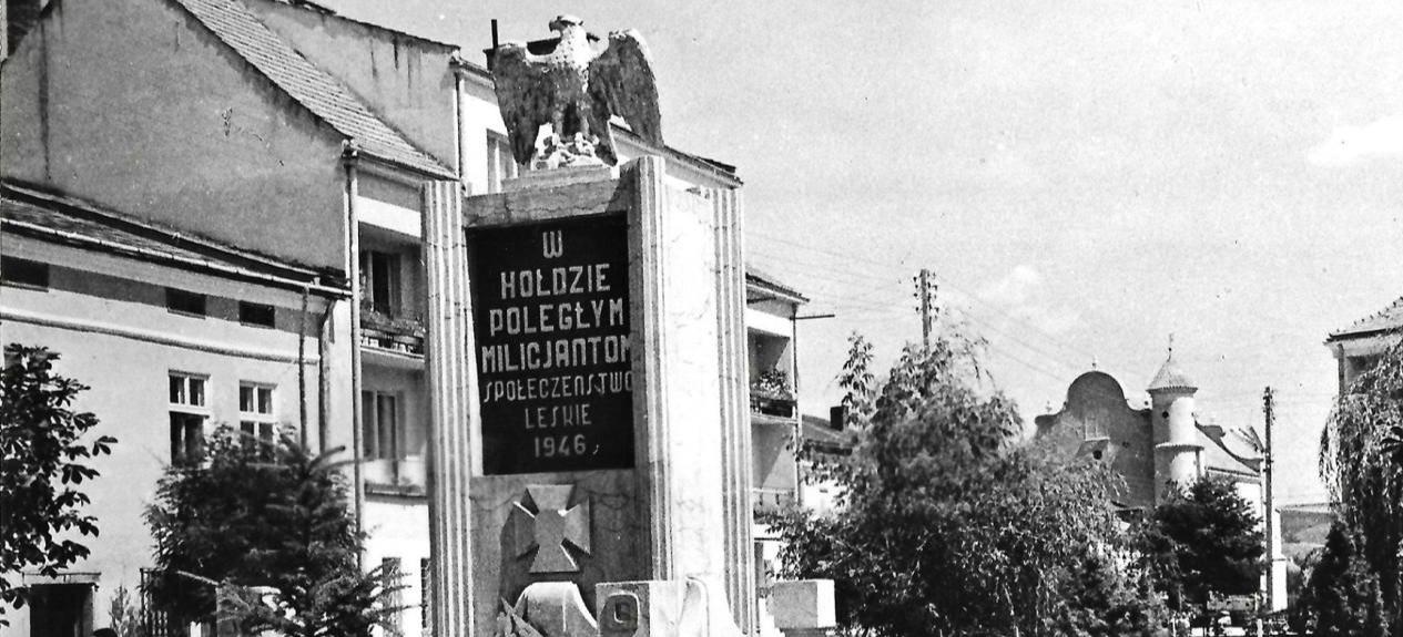 Lescy policjanci chcieli umieścić tablicę z kontrowersyjnego pomnika w Izbie Tradycji. IPN wydał negatywną opinię