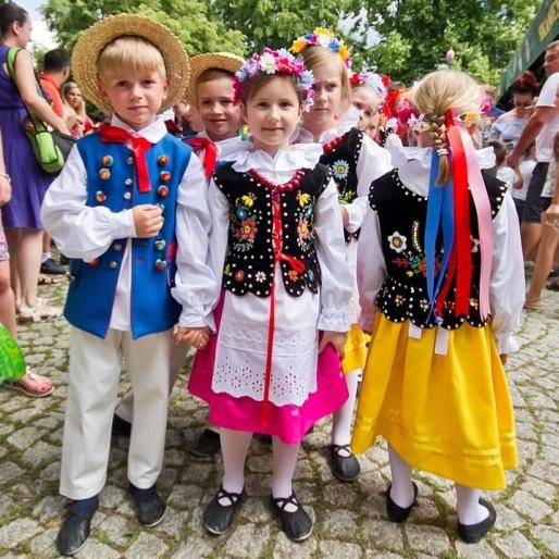 IWONICZ-ZDRÓJ: Tych atrakcji nie można przegapić! W lipcu X Festiwal Dziecięcych Zespołów Polonijnych (VIDEO, PROGRAM)