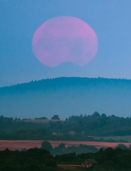 Zachód księżyca za Tatrami widoczny z Podkarpacia! (ZDJĘCIA)