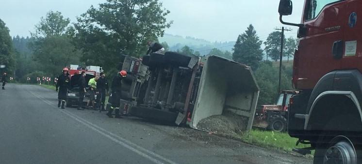 UWAGA! Przewróciła się ciężarówka. Ruch wahadłowy (FOTO)