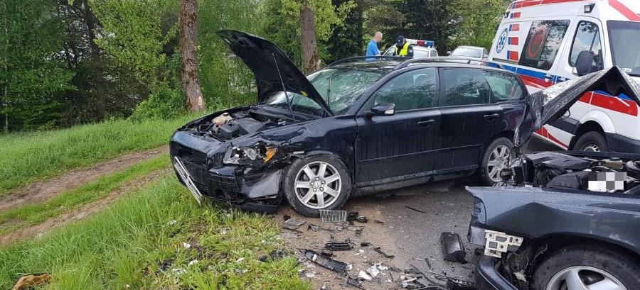 Wypadek w Kwaszeninie. Jedna osoba trafiła do szpitala (FOTO)