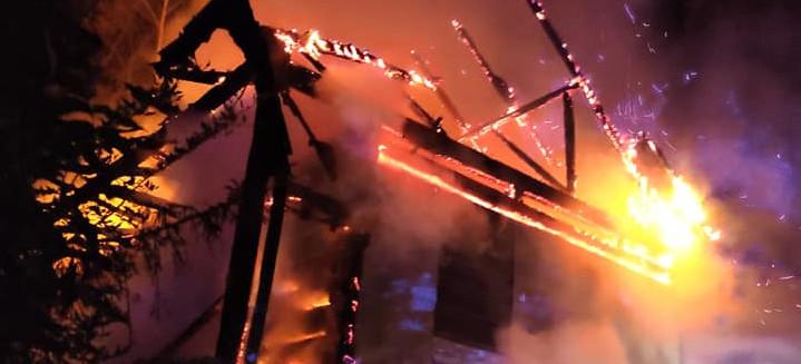Pożar domu. Budynek spłonął doszczętnie (ZDJĘCIA)
