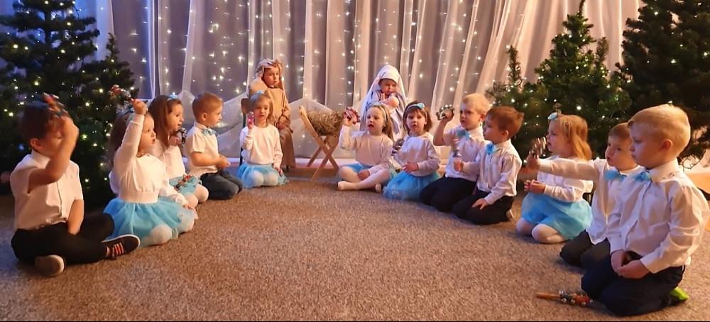 Pozostajemy w świątecznym nastroju! Życzenia składają najmłodsi! (VIDEO)