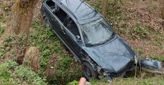 Zgłosił kradzież samochodu… pojazd odjechał bo nie zaciągnął hamulca