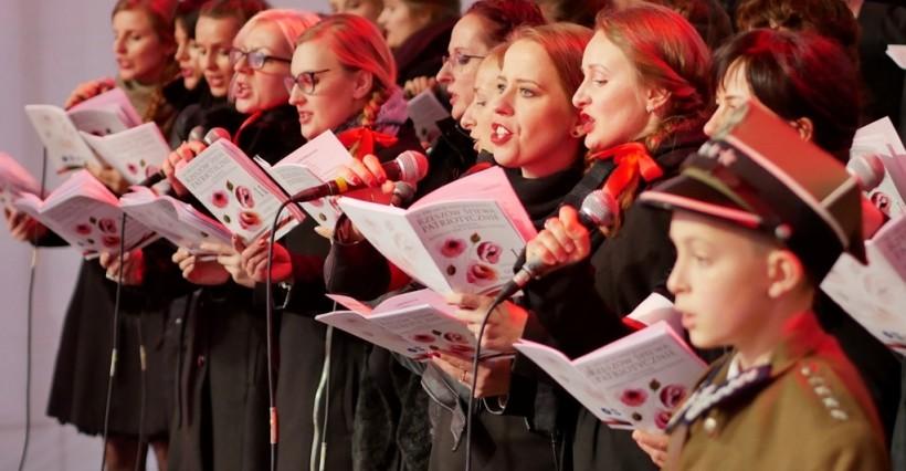 """Święto Niepodległości. Koncert """"Rzeszów śpiewa patriotycznie"""" na Rynku!"""