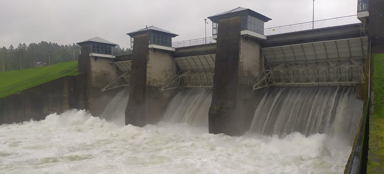 Kolejny zrzut wody z zapory w Myczkowcach! (VIDEO, ZDJĘCIA)