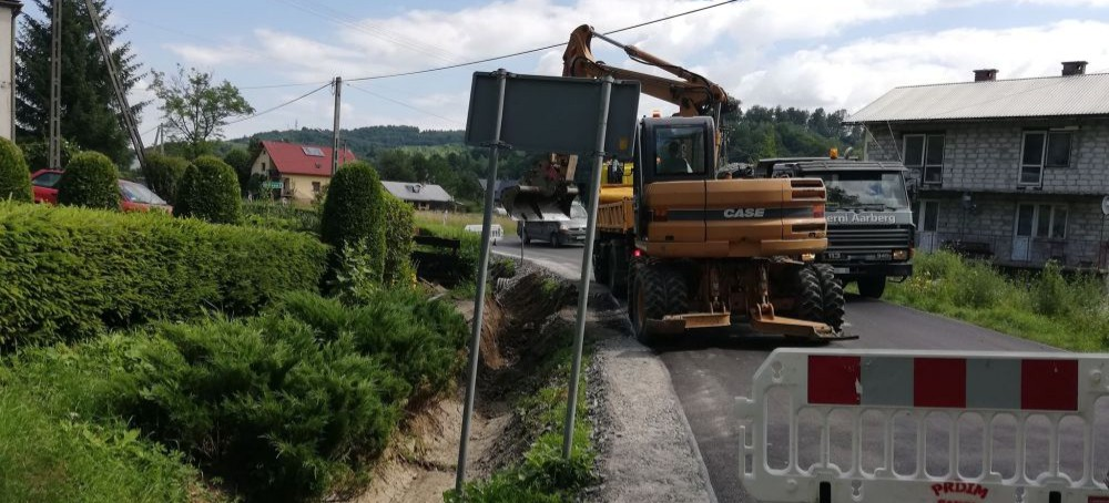 Remont drogi w Tarnawie. Końcem roku przebudowa mostu (FOTO)
