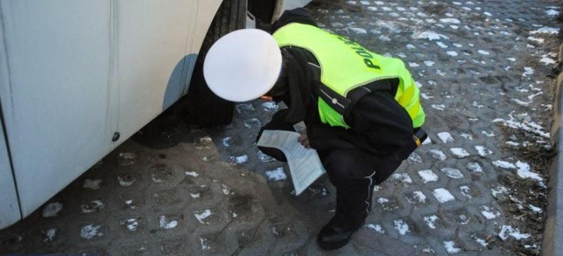 """""""Bezpieczne Ferie 2020"""". Policyjne kontrole autokarów w Rzeszowie"""