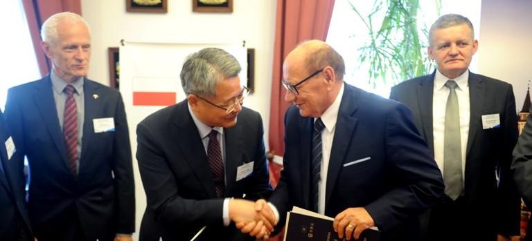 Rzeszów podpisał umowę z koreańskim miastem! (ZDJĘCIA)